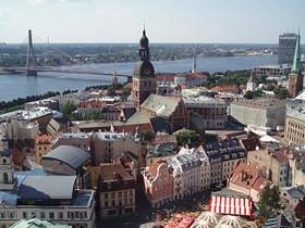 View of Riga towards the cathedral and Vanšu Bridge (c) David Holt cc-by-sa-2.0